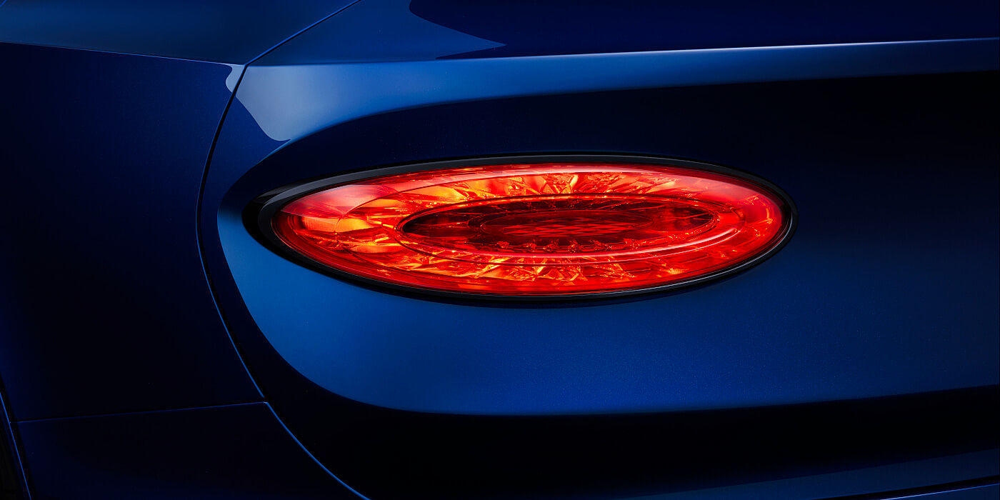 new-bentley-bentayga-speed-rear-lamps-close-up