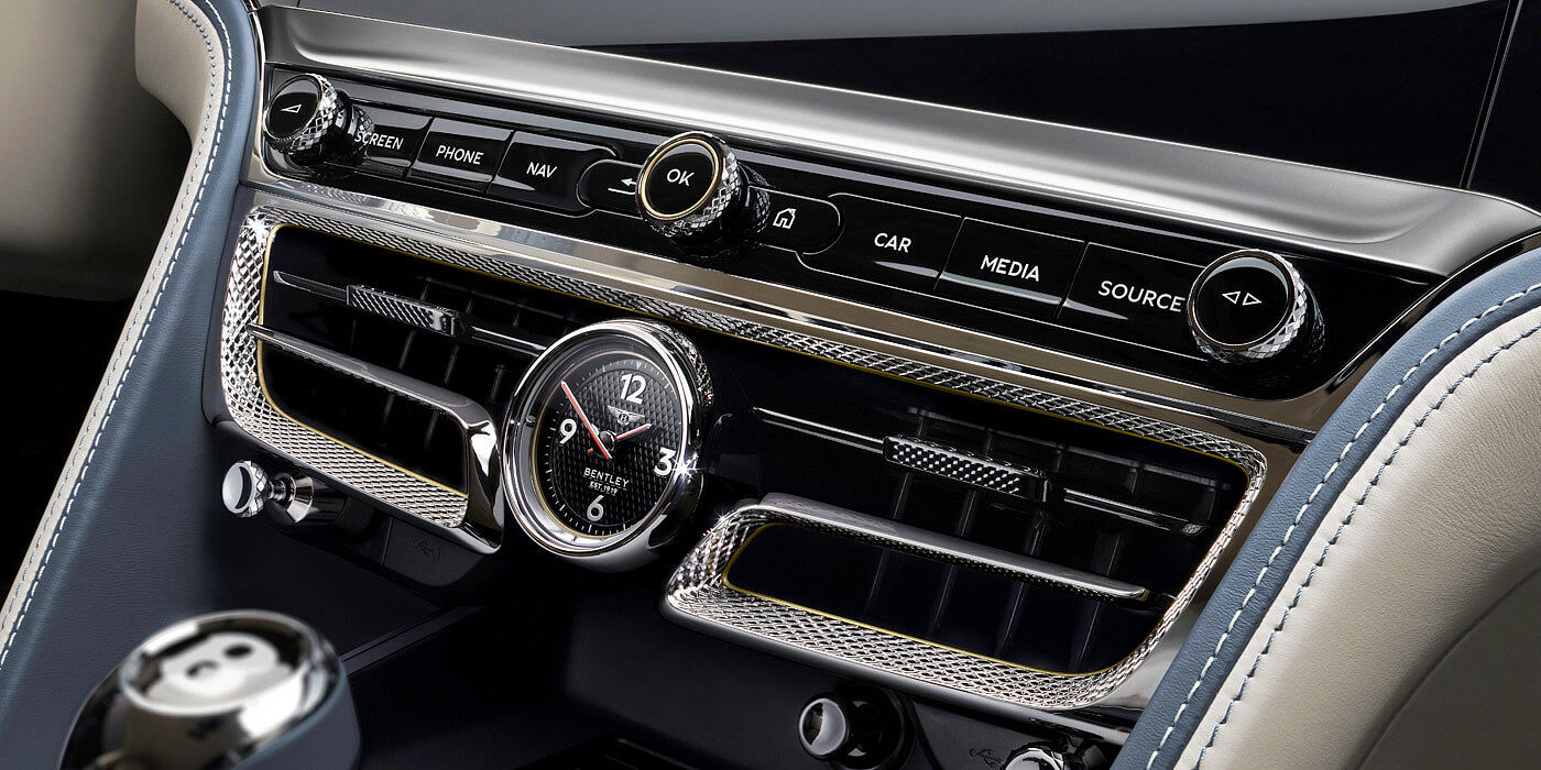 bentley-new-flying-spur-close-up-of-new-diamond-knurled-vent-and-clock-front-dash